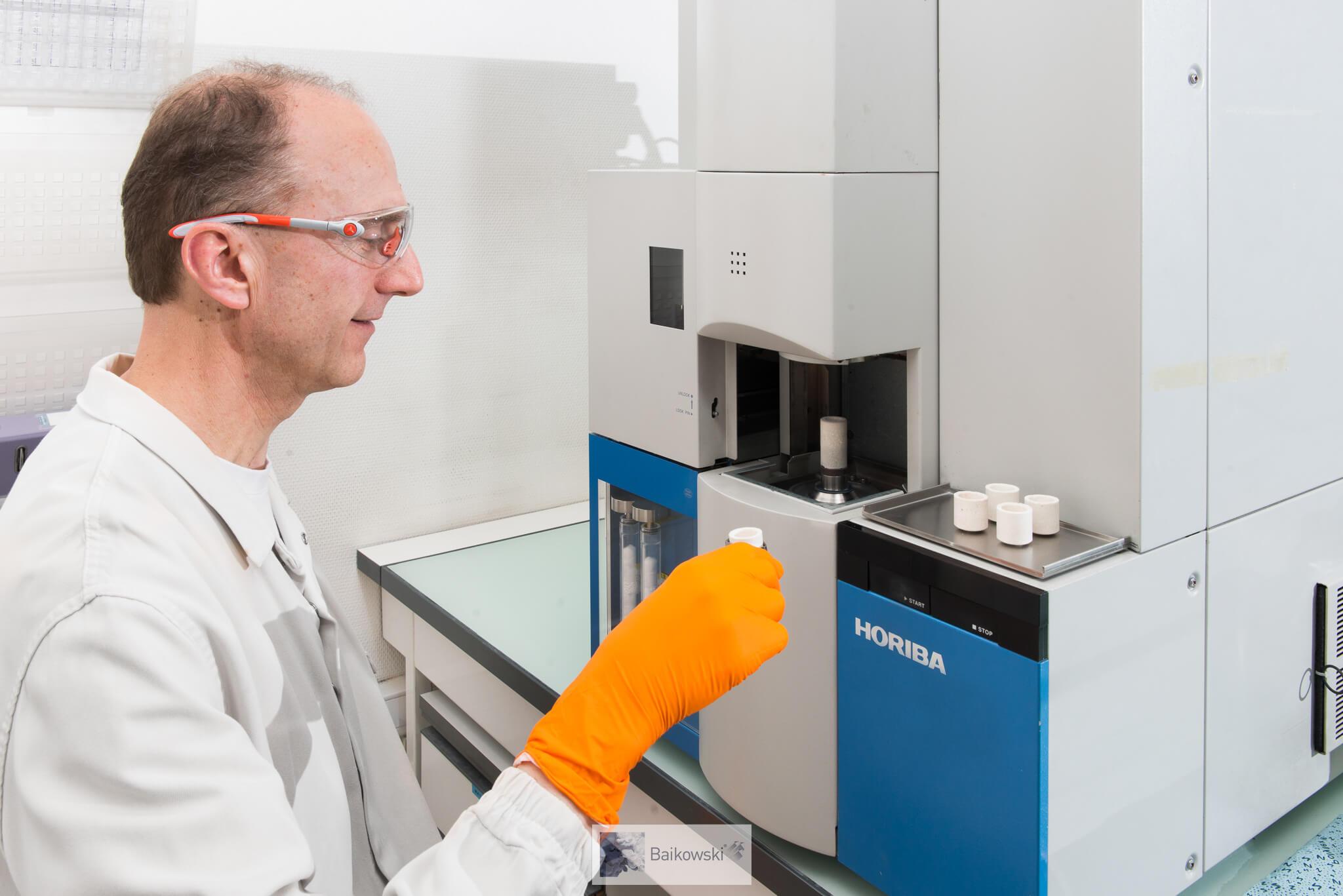 Analyses chimiques Horiba en laboratoire chez Baikowski